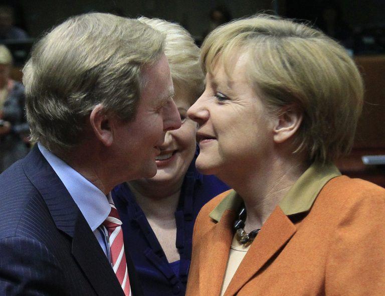 Μέρκελ και Κένι αναζητούν λύση για το χρέος της Ιρλανδίας | Newsit.gr