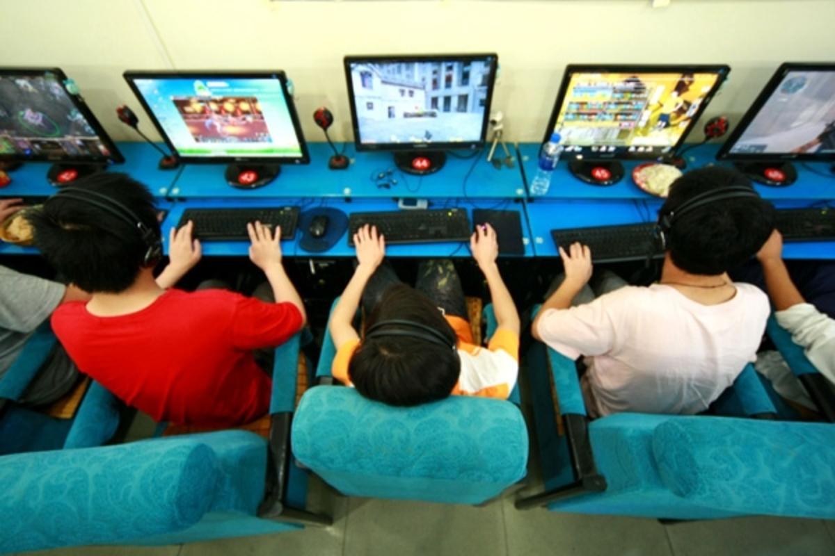 Ο εθισμός στο Ίντερνετ είναι βλαβερός για τα παιδιά   Newsit.gr