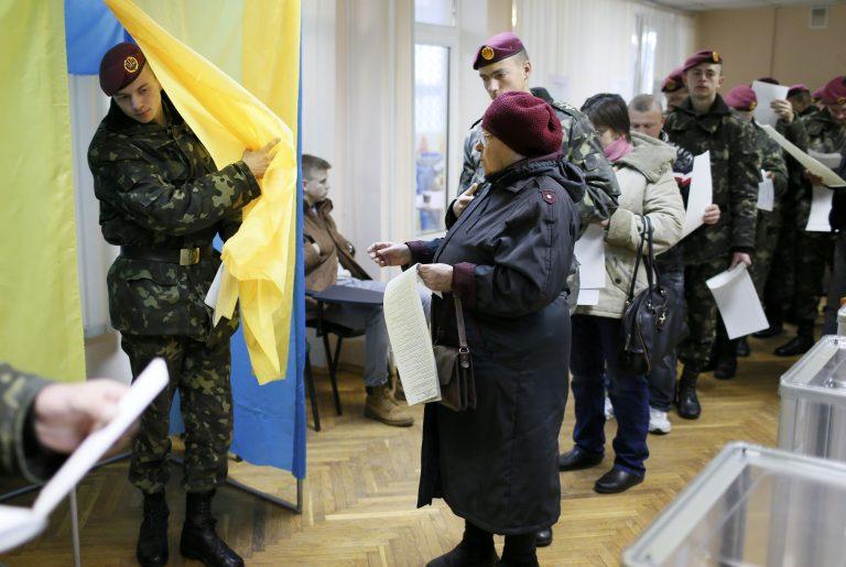Στις κάλπες σήμερα οι Ουκρανοί | Newsit.gr