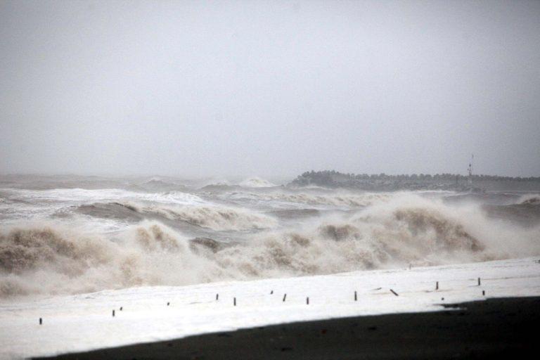 Ψαροτουφεκάς παρασύρθηκε από κύματα στα Χανιά | Newsit.gr