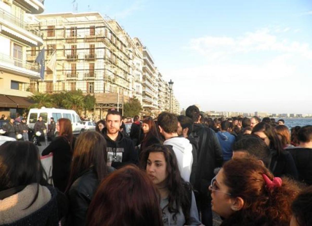 Διαμαρτυρία Κύπριων φοιτητών έξω από το κυπριακό προξενείο στη Θεσσαλονίκη – BINTEO | Newsit.gr