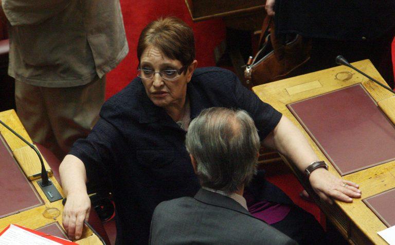 «Ξιφομαχία» στη Βουλή για τα έδρανα του ΚΚΕ!   Newsit.gr