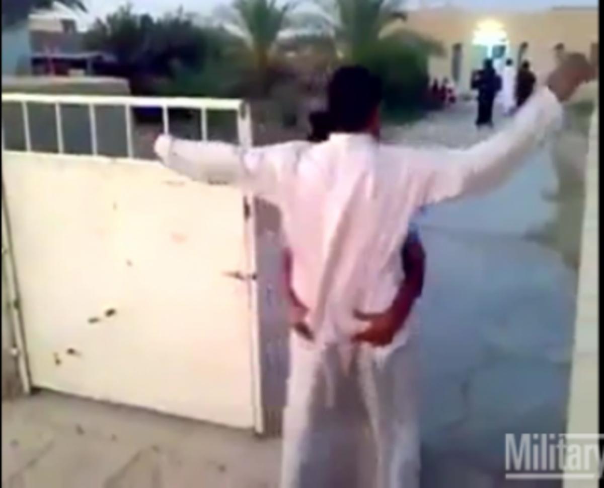 «Να 'ρχοταν και μια γυναίκα» -Ιρακινός κάνει σωματική έρευνα μόνο στα …οπίσθια – Βίντεο   Newsit.gr