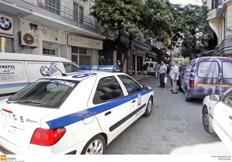 Την απείλησαν με ένα κομμάτι γυαλί   Newsit.gr