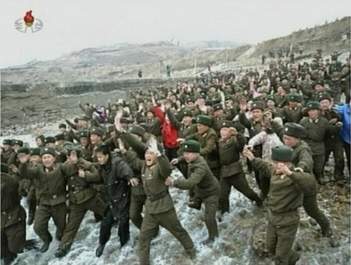 ΒΙΝΤΕΟ: Η συγκλονιστική υποδοχη του Κορεάτη ηγέτη απο τις ΕΔ   Newsit.gr