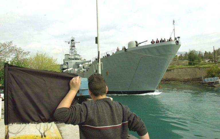 Τουρκικό πολεμικό πλοίο στον Ισθμό | Newsit.gr