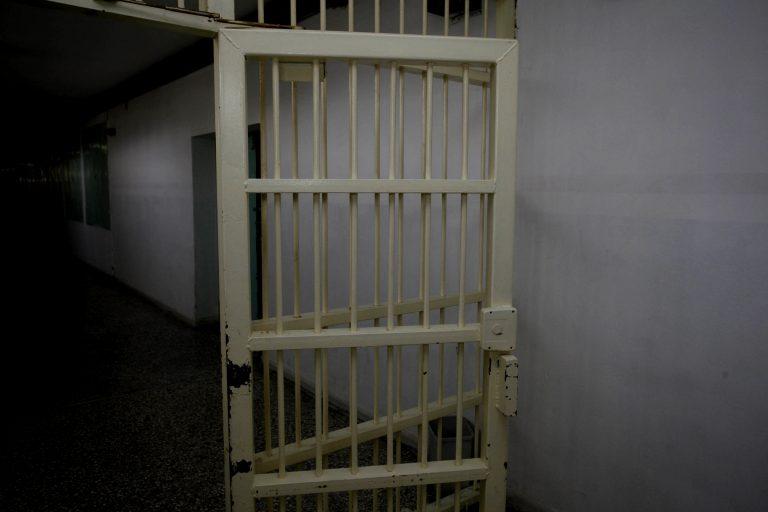 Νεαρός κρεμάστηκε μέσα στο κρατητήριο | Newsit.gr
