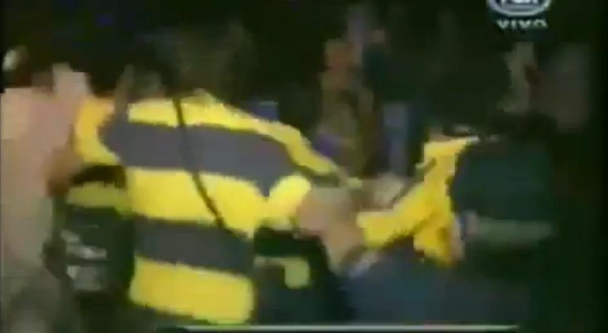 Ξύλο μεταξύ οπαδών και παικτών της Μπόκα! (VIDEO)   Newsit.gr