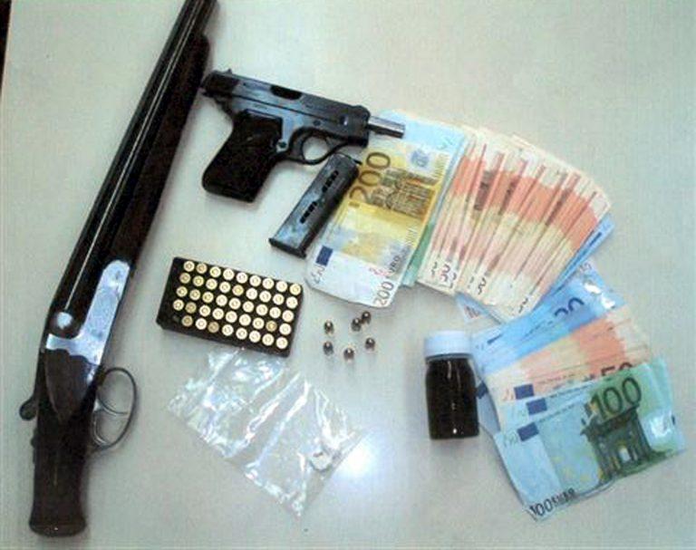 Ζάκυνθος: Το αυτοκίνητο έκρυβε όπλα και φυσίγγια!   Newsit.gr
