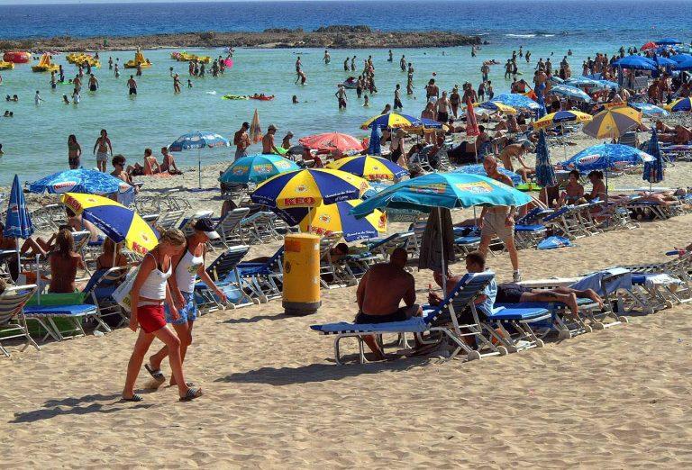Tρία περιστατικά θερμοπληξίας λόγω του καύσωνα στην Κύπρο | Newsit.gr
