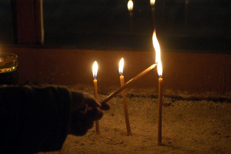 Εκατοντάδες πιστοί σε λειτουργία στα Κατεχόμενα | Newsit.gr