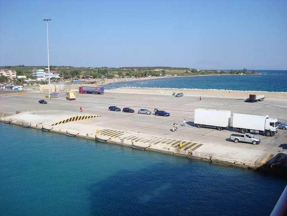Φάρσα το τηλεφώνημα για βόμβα στο λιμάνι της Κυλλήνης | Newsit.gr
