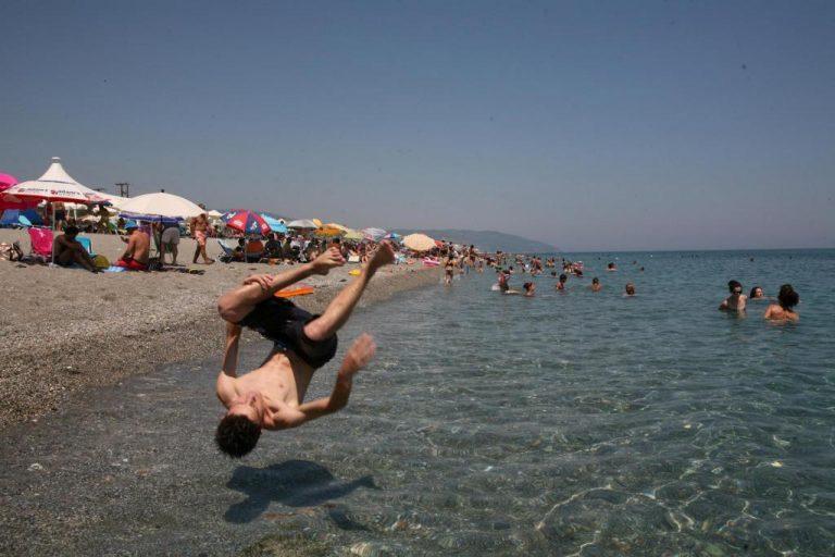 Λάρισα: Αναζητώντας δροσιά στους 42 βαθμούς Κελσίου – ΦΩΤΟ | Newsit.gr