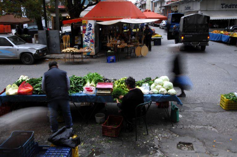 Κουκουλοφόροι επιτέθηκαν σε Έλληνες στη λαϊκή αγορά στα Πατήσια | Newsit.gr