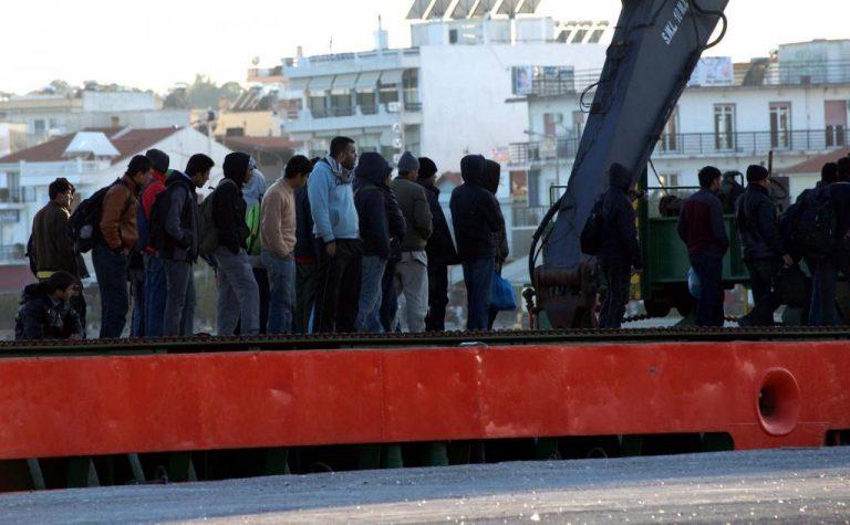 Σκάφος με λαθρομετανάστες προσάραξε στο Αγκίστρι | Newsit.gr