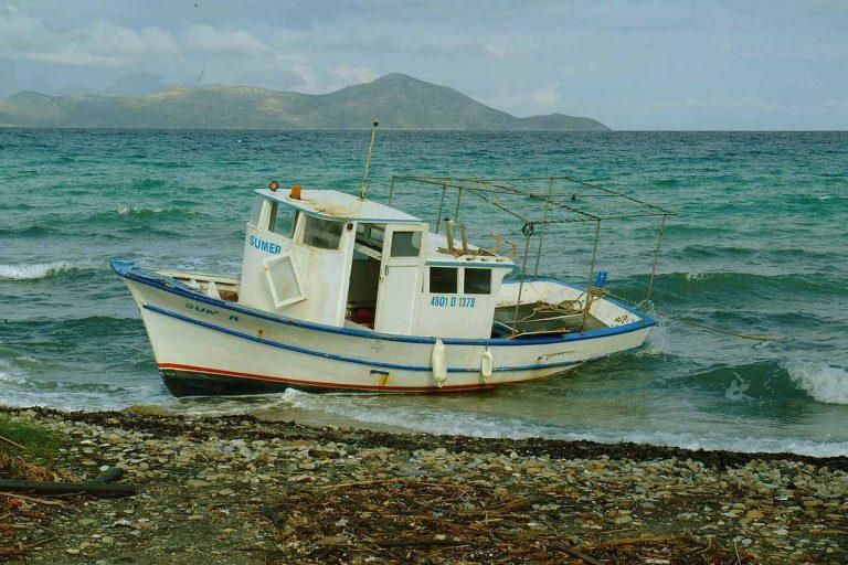 Μεσσηνία: Ψαράδες αντιμέτωποι με… καλάσνικοφ! | Newsit.gr