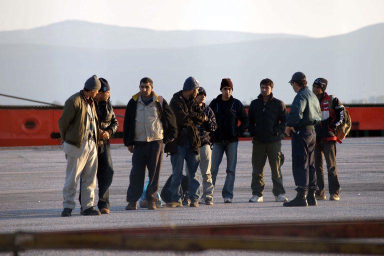 Εξήντα παράνομοι μετανάστες απελάθηκαν στις χώρες καταγωγής τους | Newsit.gr