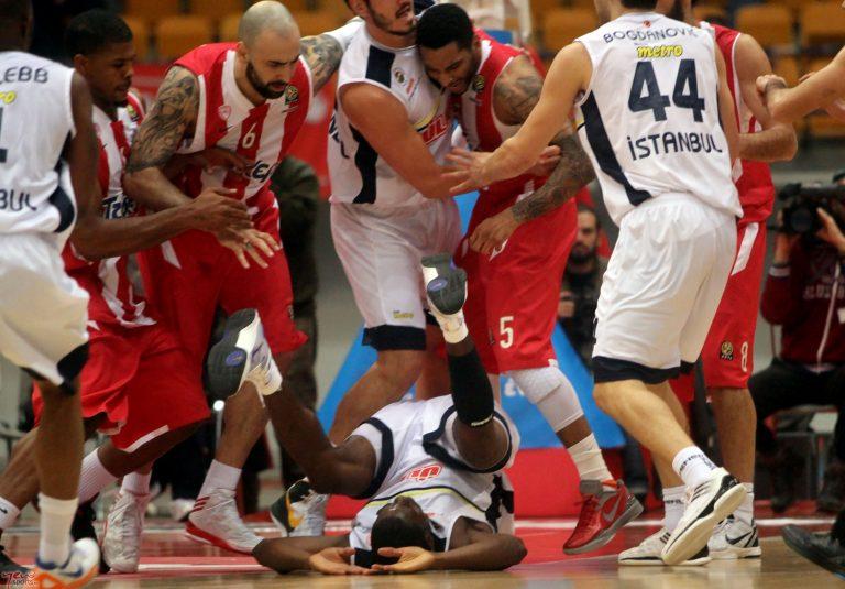 Έπαιξαν μπουνιές Λο και Σάτο (ΦΩΤΟ ΚΑΙ ΒΙΝΤΕΟ) | Newsit.gr