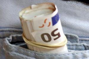 Θεσσαλονίκη: Έπαιρνε λεφτά από φοιτητές για να… «περάσουν το μάθημα»