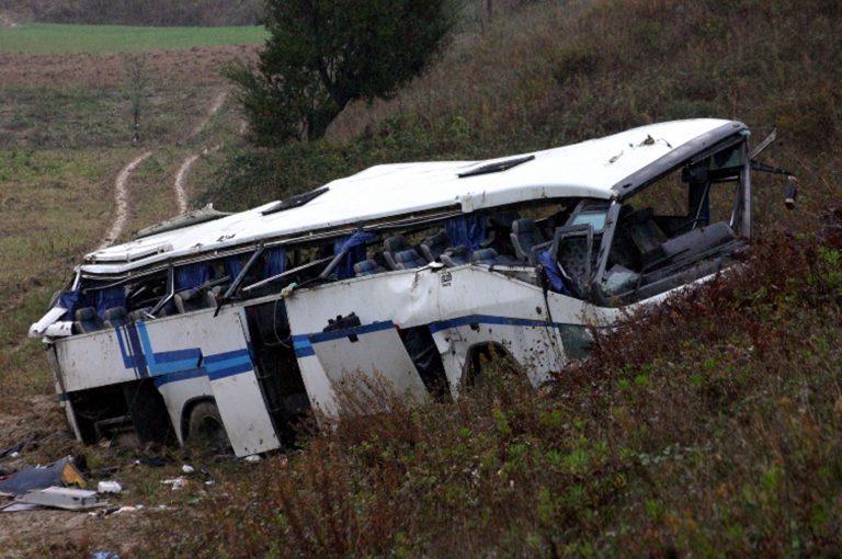 Ιωάννινα: Απεγκλώβισαν τον οδηγό του λεωφορείου – Τέσσερις επιβάτες τραυματίες | Newsit.gr