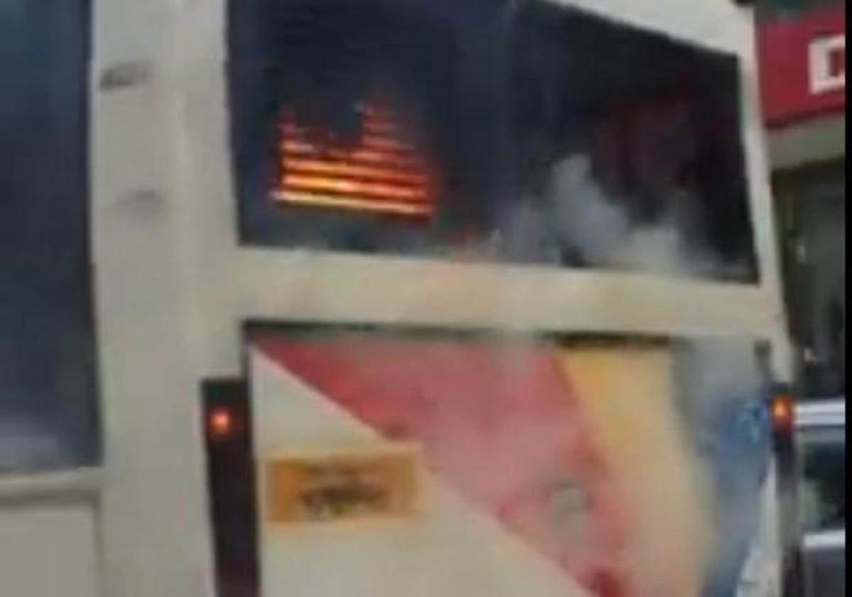 Θεσσαλονίκη: Βίντεο από τη φωτιά στο λεωφορείο του ΟΑΣΘ | Newsit.gr