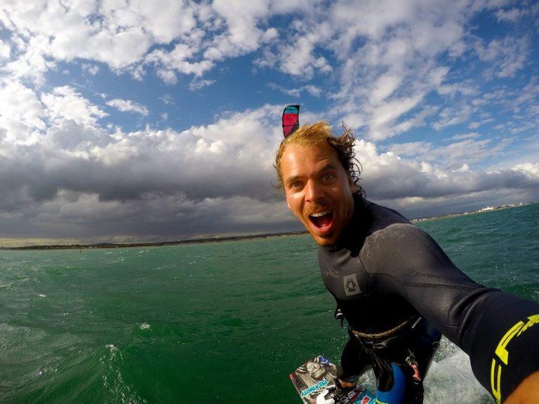Η στιγμή του τρομακτικού ατυχήματος του Lewis Crathern! Χαροπαλεύει ο πρωταθλητής kitesurfer (ΒΙΝΤΕΟ)