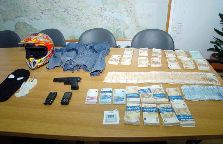Στα χέρια της αστυνομίας 21χρονος που είχε «ξετινάξει» σπίτια και αυτοκίνητα | Newsit.gr