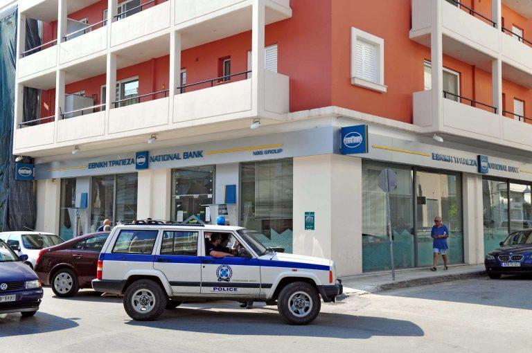 Έπιασαν τη σπείρα που λήστευε τράπεζες με την απειλή χειροβομβίδας | Newsit.gr