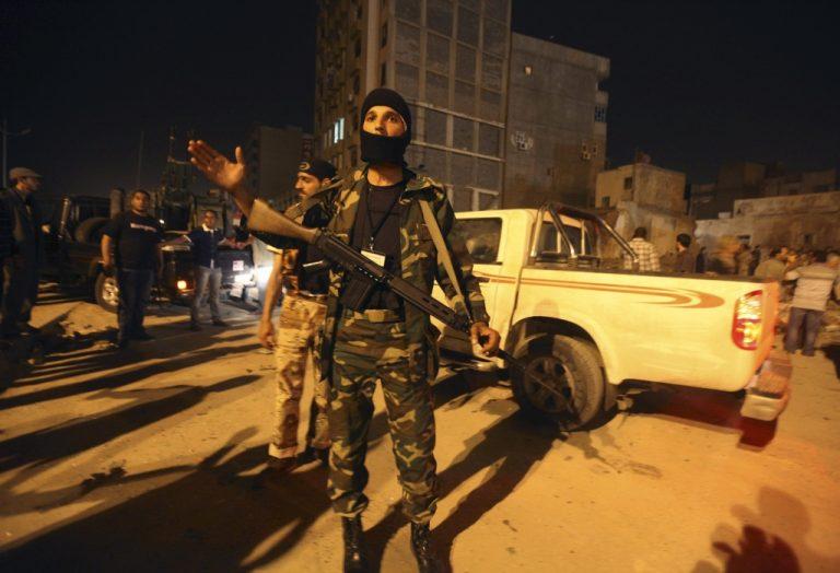Το ΝΑΤΟ βομβαρδίζει την Τρίπολη και ο Καντάφι την Ζιντάν | Newsit.gr