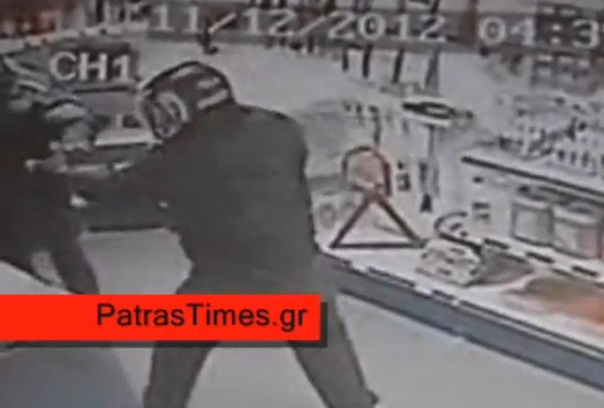 Πάτρα: Το κλειστό κύκλωμα του βενζινάδικου κατέγραψε τον ληστή – ΒΙΝΤΕΟ | Newsit.gr