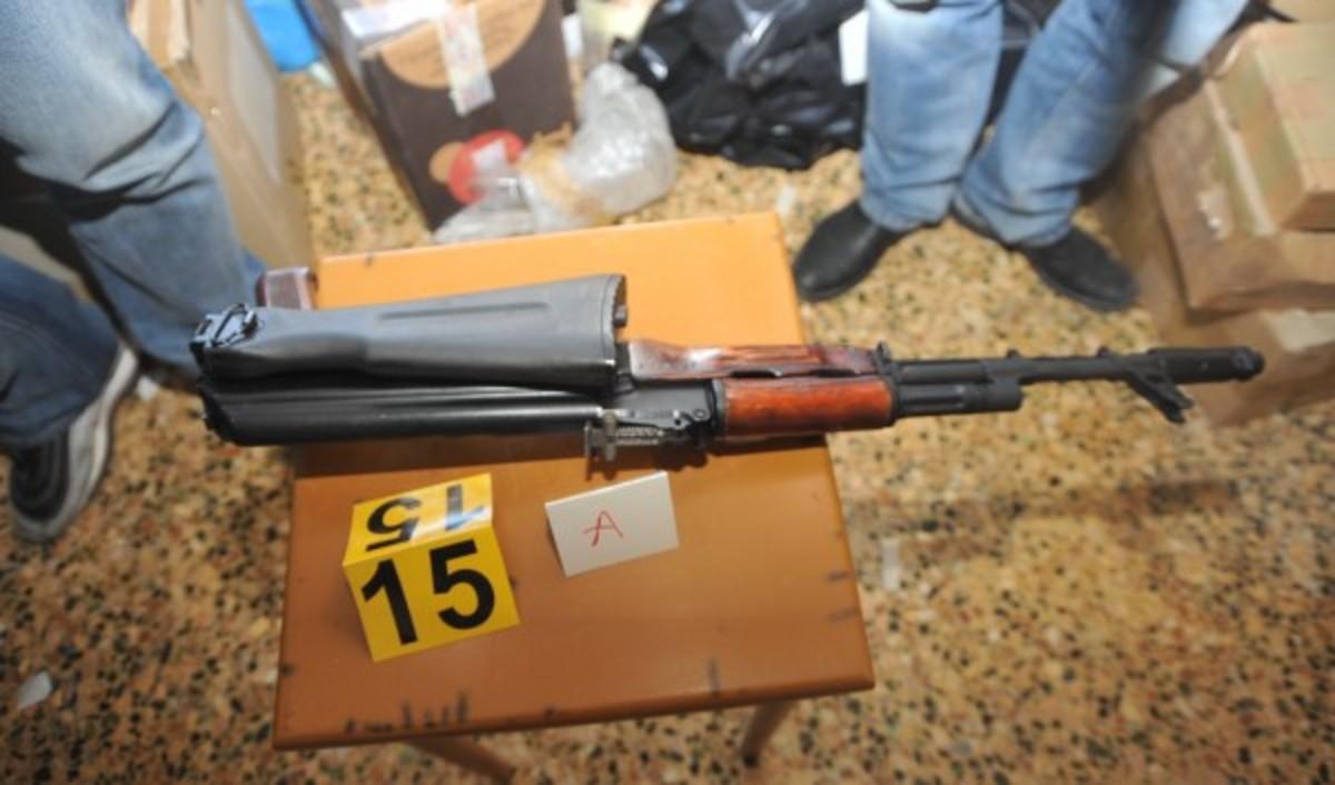 Μια απαγωγή, ένας ηλεκτρολόγος και το οπλοστάσιο στη Λούτσα | Newsit.gr