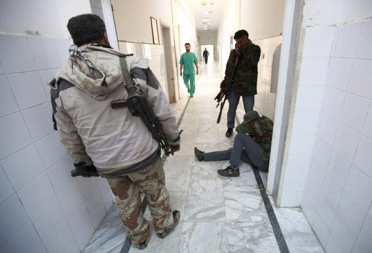 Ολονύχτιος βομβαρδισμός στη Λιβύη – Σφαγή καταγγέλλει ο Καντάφι | Newsit.gr