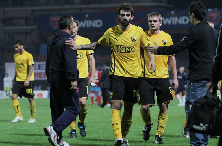 Ξύλο στη Νέα Σμύρνη – Παίκτες της ΑΕΚ ήρθαν στα χέρια με οπαδούς | Newsit.gr
