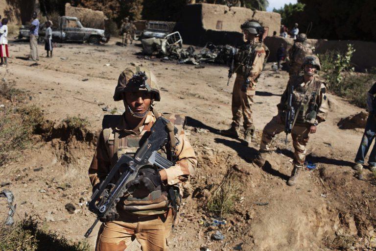 Οι ΗΠΑ άρχισαν να μεταφέρουν υλικό και στρατεύματα της Γαλλίας στο Μαλί | Newsit.gr