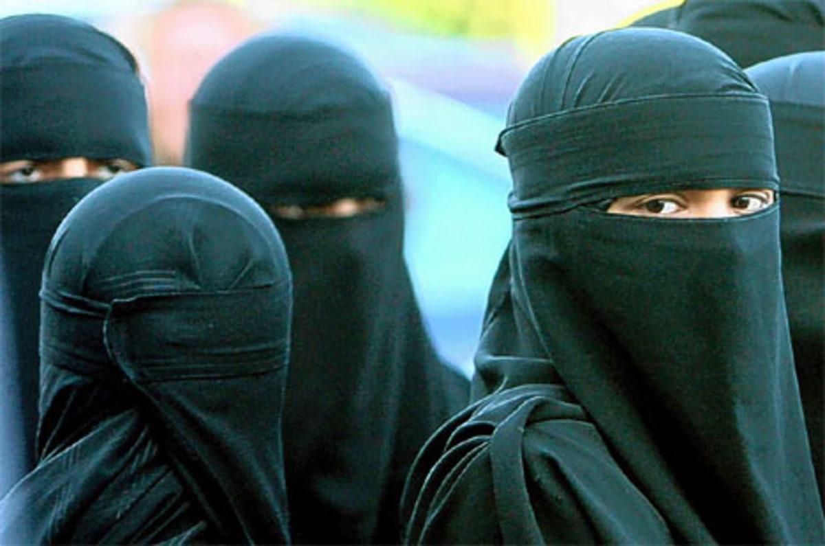Συλλήψεις και τραυματισμοί για την απαγόρευση της μαντίλας | Newsit.gr