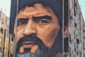 Συγκλονιστικό γκράφιτι! Πολυκατοικία με το πρόσωπο του Μαραντόνα [pics]
