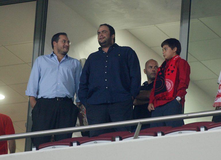 Ο Μαρινάκης δίνει 100 εκατ. ευρώ για να αγοράσει τον Ολυμπιακό αλλά ο Κόκκαλης ψάχνει τον δικό του… Πατέρα | Newsit.gr