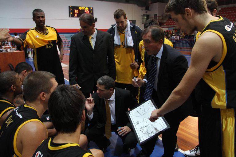 Παίξανε και μπάσκετ εκτός από… ξύλο   Newsit.gr