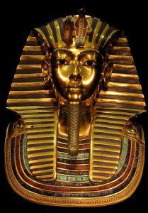 Έβαλαν κόλλα και κατέστρεψαν την ταφική μάσκα του Τουταγχαμών!