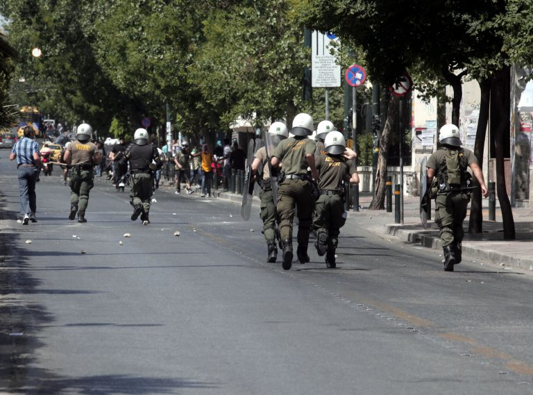 Διεθνής Αμνηστία: «Υπερβολική η χρήση αστυνομικής βίας στην Ελλάδα» | Newsit.gr