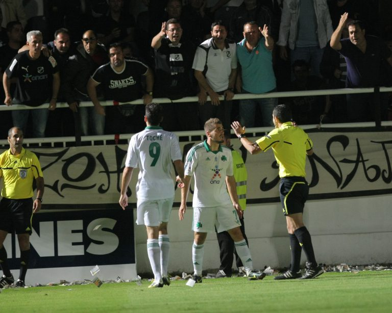 Χτύπησαν στο κεφάλι τον Μαυρία! | Newsit.gr