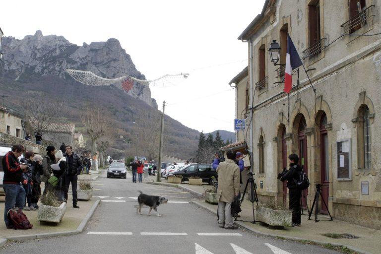Αστυνομοκρατείται το γαλλικό χωριό που θα σωθεί από το τέλος του κόσμου   Newsit.gr