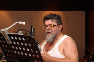 Ο Σταμάτης Κραουνάκης τραγουδά Τάκη Σούκα