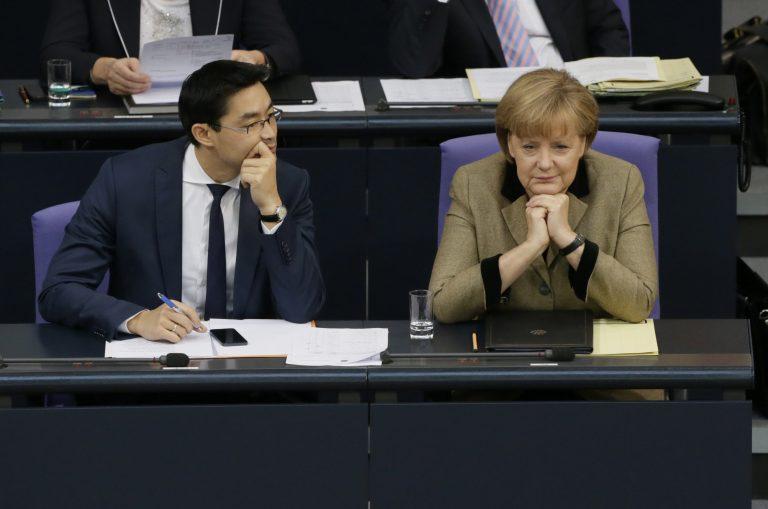Η Μέρκελ καυχιέται για την επιτυχία της και συγχαίρει τον Σόιμπλε! – Η οργή της αντιπολίτευσης | Newsit.gr