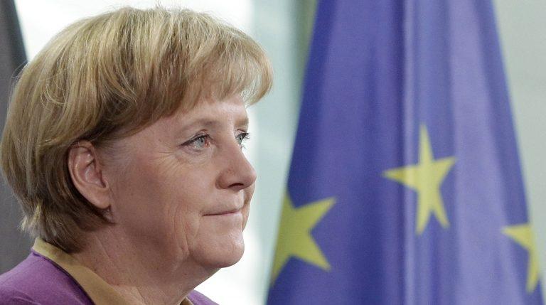 Μέρκελ: Αποκλείω ανεξέλεγκτη χρεοκοπία της Ελλάδας | Newsit.gr