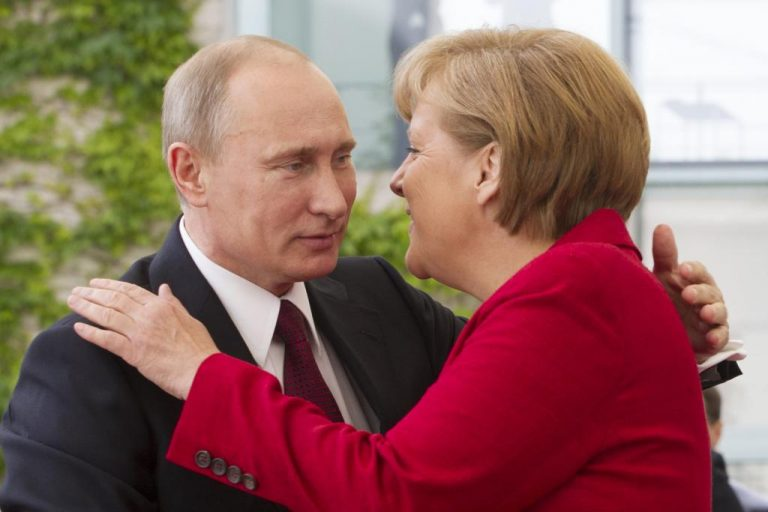 Πούτιν και Μέρκελ συμφωνούν για πολιτική λύση στη Συρία   Newsit.gr