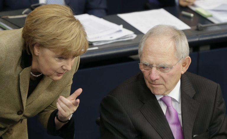 Der Spiegel: Μέρκελ και Σόιμπλε μπλοκάρουν τη λύση για την Ελλάδα   Newsit.gr