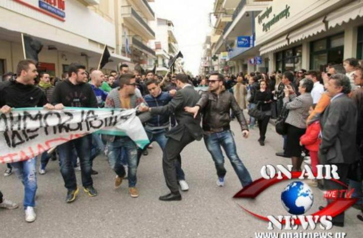 Επεισοδιακή παρέλαση στο Μεσολόγγι – ΦΩΤΟ   Newsit.gr