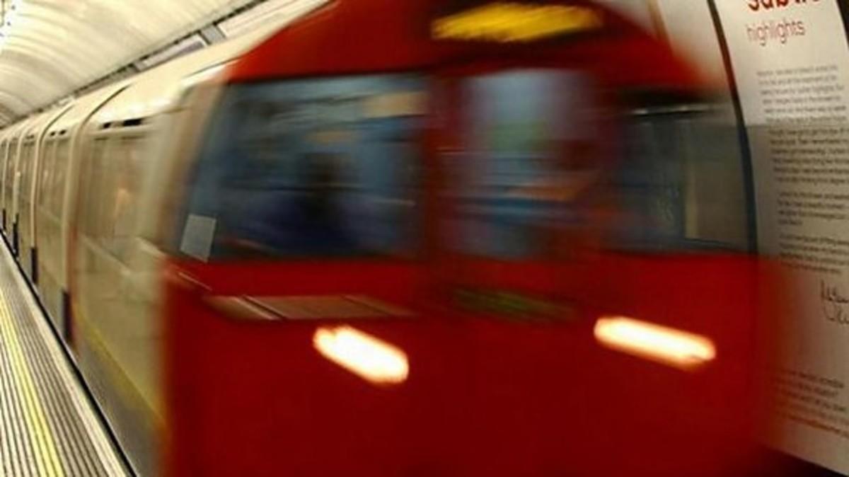 Τρελή πορεία τρένου στο μετρό του Λονδίνου – ΒΙΝΤΕΟ | Newsit.gr