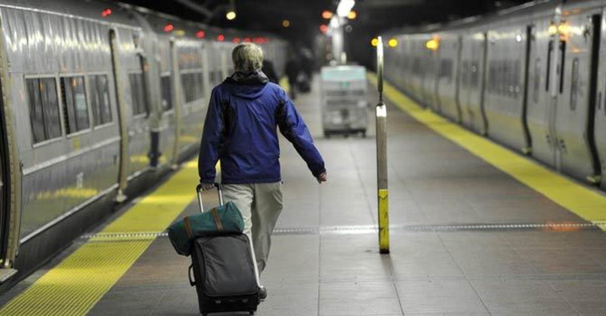 Συγκλονιστικό! 20χρονη έσπρωξε άντρα στις ράγες του Μετρό και σκοτώθηκε   Newsit.gr